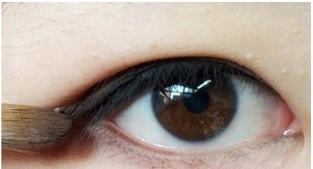 Đôi mắt đẹp hơn với trang điểm mắt kiểu Hàn Quốc