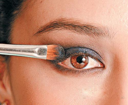 cách trang điểm mắt khói556
