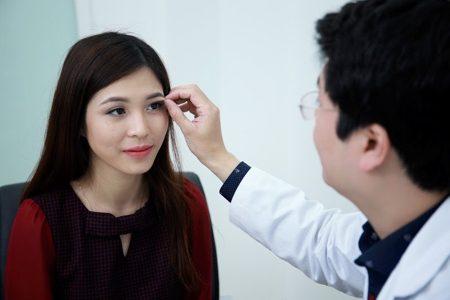Cắt mí mắt trở thành giải pháp tuyệt vời cho người mắt bị da chùng