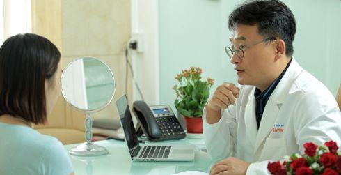 Bạn nên tham khảo ý kiến của chuyên gia kỹ lưỡng trước khi thực hiện cắt mí mắt sụp1