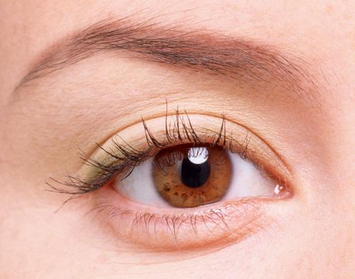 Phau thuat lay bong mo mat1 Lấy hay cắt mỡ mí mắt có đau không?   đáp thắc mắc