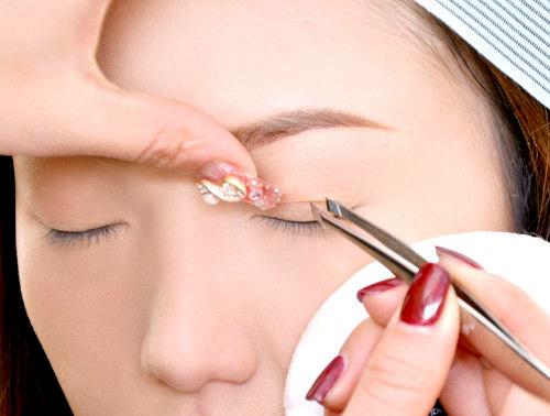 Cách dán mí mắt bằng miếng dán mí mắt 3