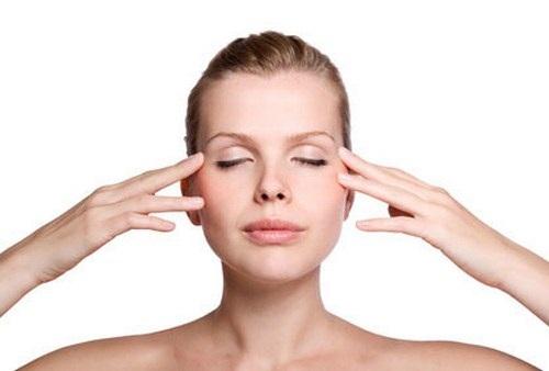Bạn nên bảo vệ vùng da mắt trước những tác nhân gây hại