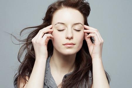 Massage mắt là một cách hữu hiệu để loại bỏ bọng mắt