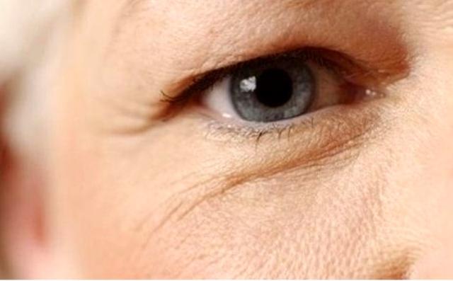 4 bước đơn giản để trẻ hóa đôi mắt của bạn